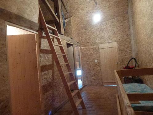 "5 petites ""chambres"" isolées"