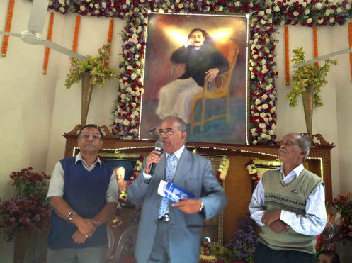BOOK HUMOUR VOL-1  RELEASED BY SH. MEHERNATH KALCHURI SEEN ON LEFT WITH AUTHOUR  B. KUMAR  ON THE FAR RIGHT AT DELHI-CENTRE ON 2-12-2013 ;  H.M.  Sharma ( Delhi  ) I is speaking during the launch.