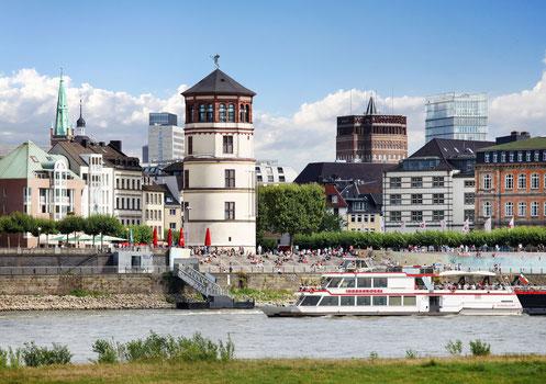 Altstadt Düsseldorf Schlossturm Rheinufer Fähre
