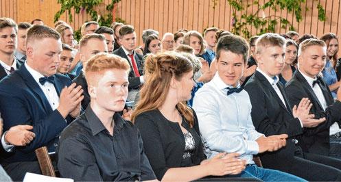 Abschied nehmen war angesagt in der Sporthalle der Grund- und Gemeinschaftsschule Schenefeld.