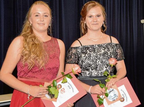 Abschlussbeste: Janika Holm (l.) und Julia Sophie Vandersee.