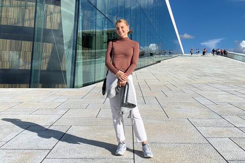 Franka vor der Oper in Oslo