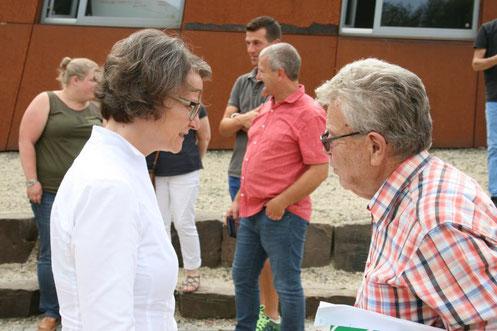 li. Ministerin Ina Scharrenbach und Herr Dieter Solms