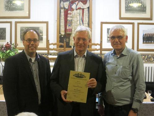 v.l.n.r. Jörg Bücker (Chorleiter), Eckhard Uhlenberg, Paul Knierbein (1, Vorsitzender)