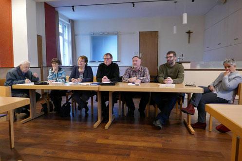 Vorstandsmitglieder während der Diskussion