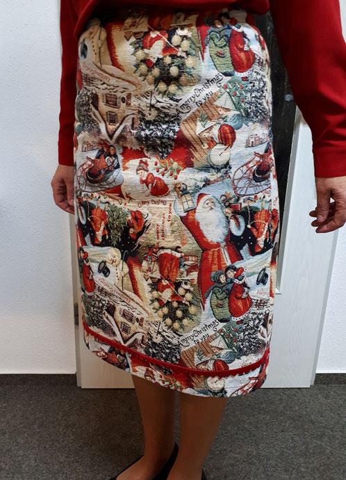 Nähschule ganz vernaht, Kleid mit Weihnachtsmotiv