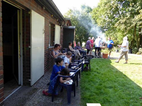 27. August 2016, Grillfête am Bootshaus mit über 30 Teilnehmern trotz großer Hitze