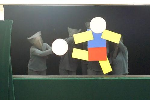 丸と正方形、長四角でボールを蹴る人が組み上がりました。