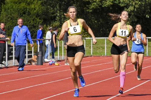 Kirsten Leiser im Zweikampf über die 800m mit der starken Hanna Müller aus Oppenau