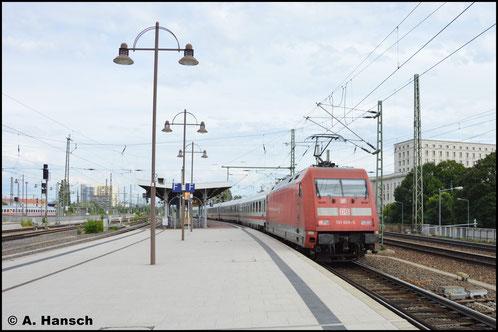 101 068-5 fährt am 4. August 2016 mit IC in den Dresdner Hbf. ein