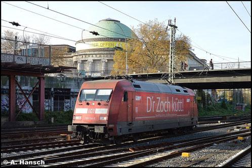 """101 114-7 trägt Werbung für """"Kölntourismus"""". Am 8. November 2015 begegnet mir die Lok Lz in Hamburg Hbf."""