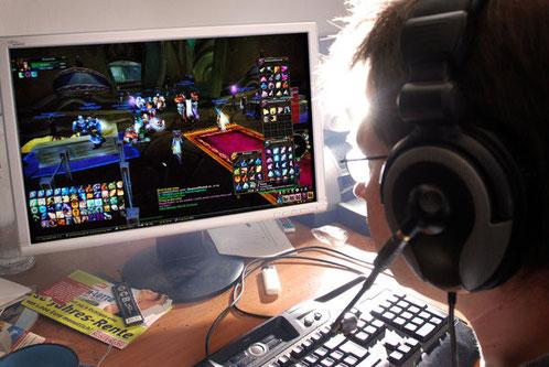 Viele Menschen flüchten aus dem realen Leben mit Computerspielen.