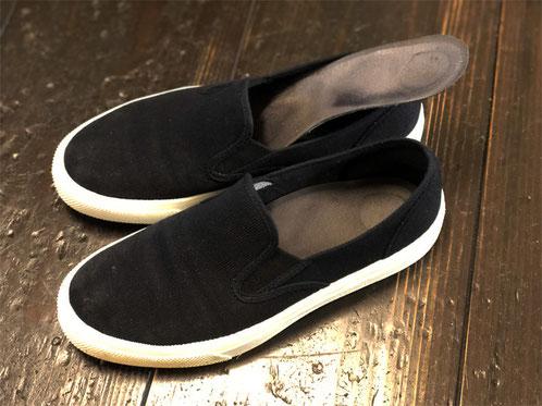 私物の靴に入れているインソールは「バウアーファインド・薄型インソール」薄型なので他の靴にも入れ替えて使用しています。アーチサポートが強力で使いやすい!