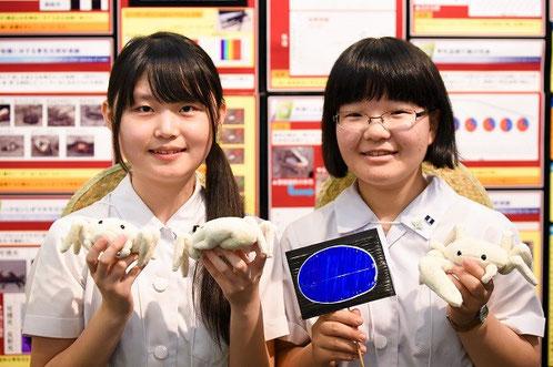 左から 中村眞美さん(3年)、河野咲菜さん(2年)