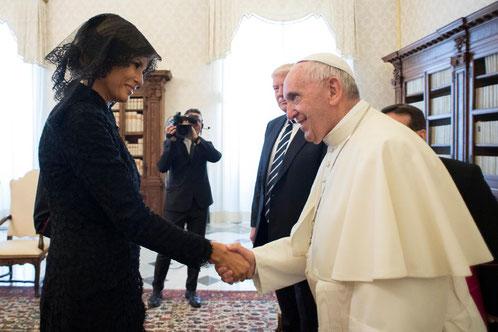 メラニア夫人とフランシスコローマ法王(画像提供:APニュース)