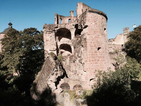 Städtereise Deutschland, der zerborstene Wehrturm vom Heidelberger Schloss
