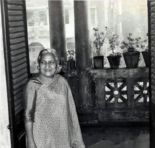 Khorsed in her flat in Bombay in 1976- Courtesy of John Connor.