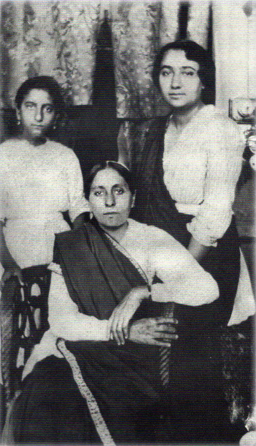 Mid-1923 _ Quetta ( then British West India ) : Standing ( L-R ) Khorshed K. Irani,  Khorshed R.Irani [ Dr.Goher's mother ] & seated Gilmai K. Irani. Courtesy of Glow Int.magazine  Fall 2018