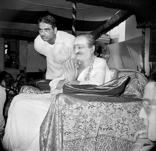 1962 : Meher Baba blessing the crowd with Eruch Jessawala assisting with the Maharani of Baroda seated on the far right. Courtesy of the Sriramamoorthy Collection @ AMBCCPT, INDIA