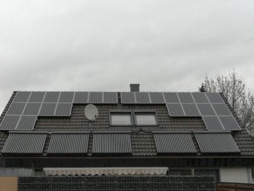 Die Solaranlage von Herrn Schmidt produziert auch bei schlechtem Wetter Strom