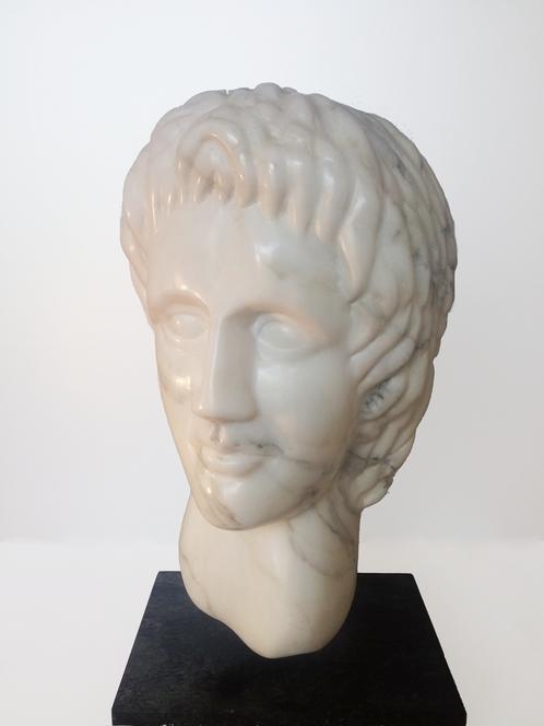 STUDIE KOP VAN ALEXANDER DE GROTE 2007 Carrara Marmer   39 h 22 b x 24 d    Prijs: € 950,-