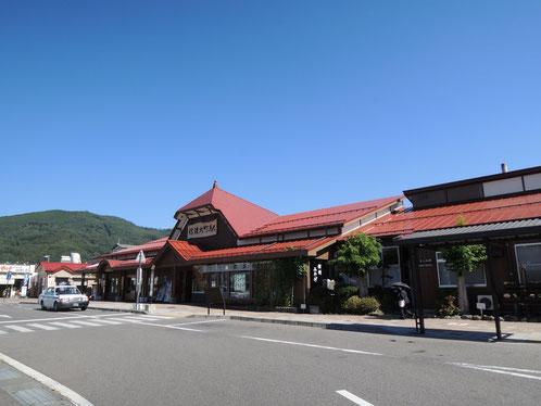 ときどき賑わう信濃大町駅前