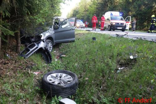 Feuerwehr; Blaulicht; FF Andorf; Unfall; B137; PKW; LKW; Sattelzug;