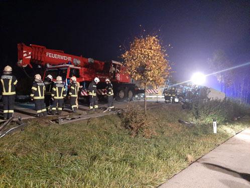 Feuerwehr; Blaulicht; FF Andorf; Unfall; B137; LKW; Anhänger;