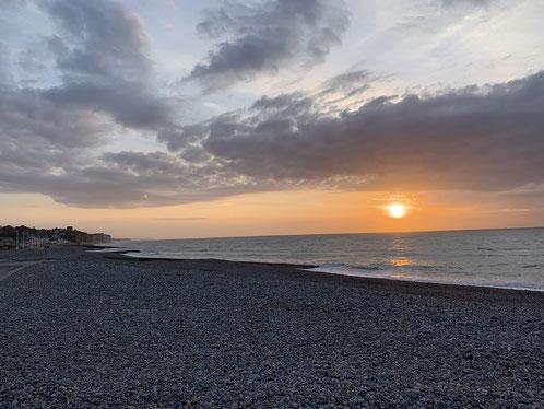 Normandie, Seine-Maritime, Terroir de Caux, coucher de soleil sur la plage de Quiberville-sur-mer