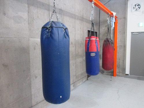 サンドバック、ボクシングのパンチトレーニング