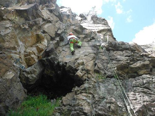 """A 400m du gîte : Site d'escalade La Mer de Glace 40 voies d'escalade.  Ce petit """"paradis"""" au milieu des bois est très fréquenté.  Il se compose de 6 secteurs de hauteurs variables répartis de part et d'autre des ruisseaux séparant les communes d'Annonay e"""