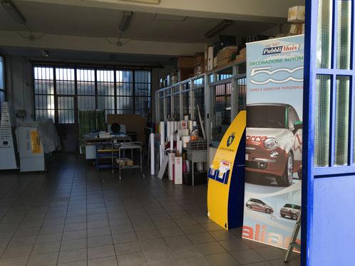 il laboratorio della pubblimais a torino lavorazioni su automezzi vetture da rally