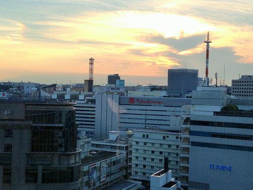 横浜東口の夕暮れ