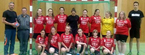 Heinz Olfen überrascht Handball-Mädchen