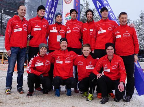 SG Team: vorne v.l: Fabian Jenne, Sven Daub, Marco Giese, Holger Kelle (Vors.). stehend v.l. Jens Siebel, Nils Schäfer, Simon Huckestein, Sven Sidenstein, Tim Sidenstein, Christian Biele und Egon Bröcher (Trainer))