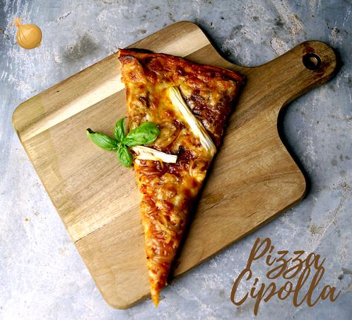 Pizza Cipolla, vegetarische Pizza mit dickem Zwiebel-Käsebelag