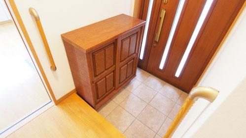 玄関収納・玄関手摺のイメージ
