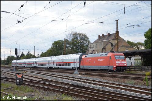 Aus dem Zug heraus entstand am 13. Juli 2015 ein Schnappschuss von 101 019-8 die einen IC auf Leipzig Hbf. zu schiebt