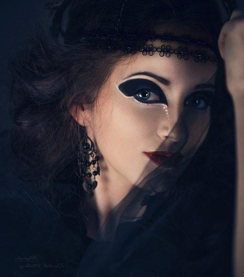 Delila-Jerusalem ist die Fürstin der Nacht. https://www.freudenbotschaft.net/gleichnisse/das-biblische-gleichnis-des-von-der-hure-arm-gemachten-sonnengleichen/