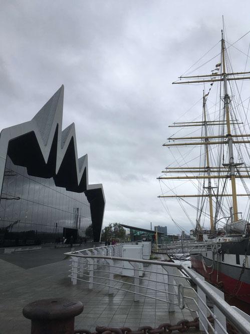 """Das Riverside Museum und die """"Glenlee"""" in Glasgow"""