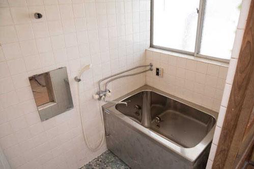 国立市設備解体タイル張り浴室