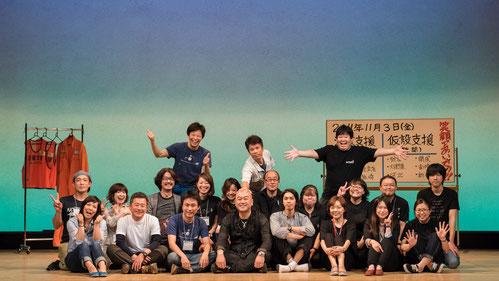 紀伊国屋公演をサポートしてくれたスーパースタッフのみんなと集合写真。