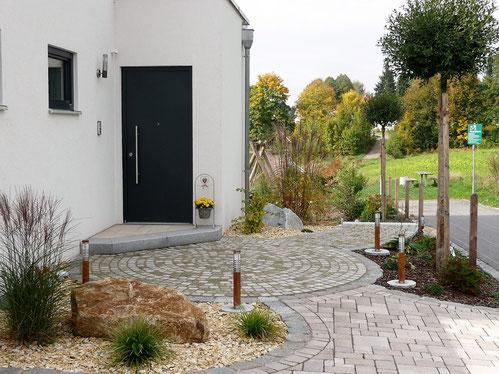 Vorgarten mit Eingangsbereich,  Gartengestaltung Regensburg-München