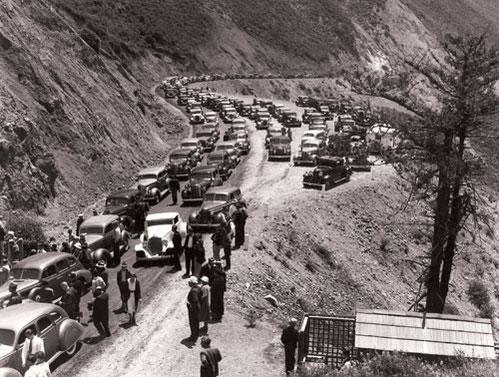 Die ersten Touristen zur Eröffnung des Highway No1 ©Cambria Historical Society