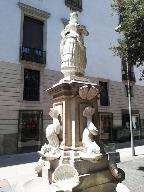 Памятник испанской махе в Барселоне