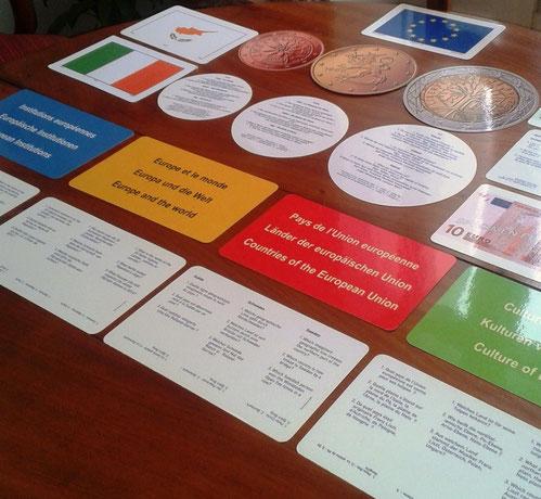 exple :; les cartes bleues correspondent aux cases bleues du jeu et comportent des questions sur les institutions, les avancées, les programmes d e l'UE