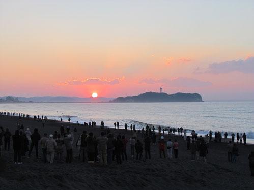 江の島から望む初日の出