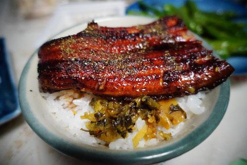 鰻の下に、高菜漬けをしくのが、私流だよ♪ 皆さんも試してみてねv(*'-^*)♪