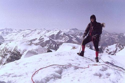Als Bergsteiger mit 18 Jahren auf dem Ortlergipfel - meinem 1. Dreitausender - bei schönstem Wetter und Höhensturm im August 1965