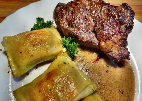 Rib-Eye Steak, mit Kürbisketchup mariniert  -  sorgt für die perfekte Bräunung